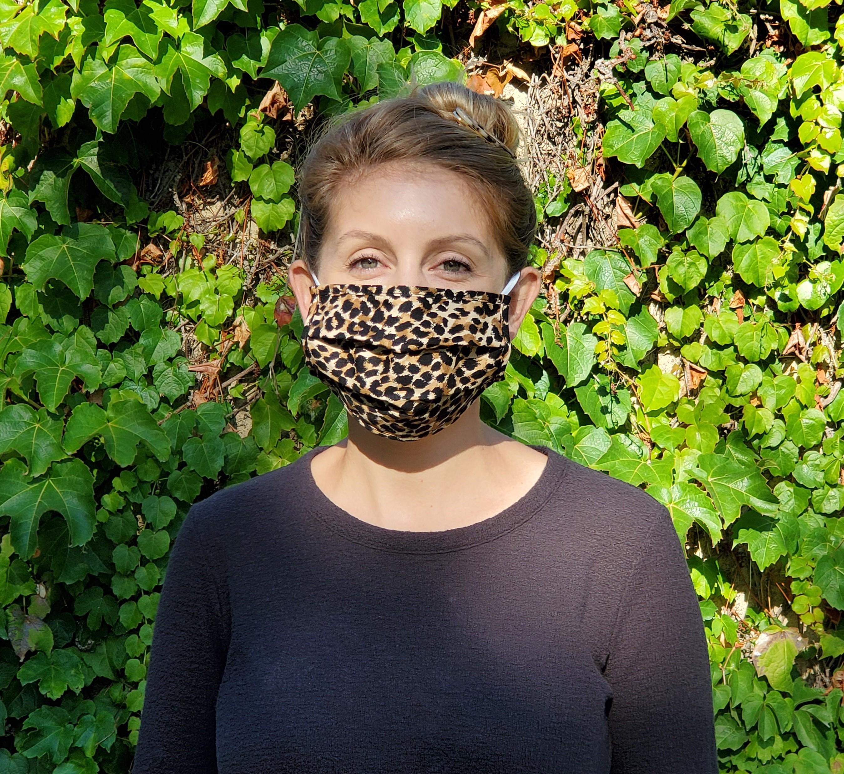 woman wearing a mask4