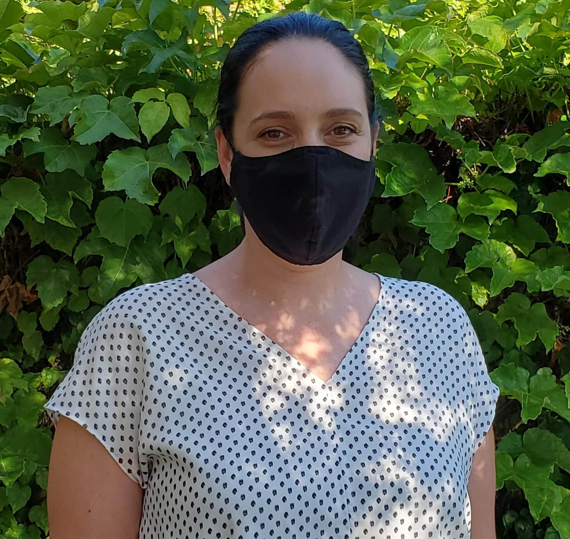 woman wearing a mask2