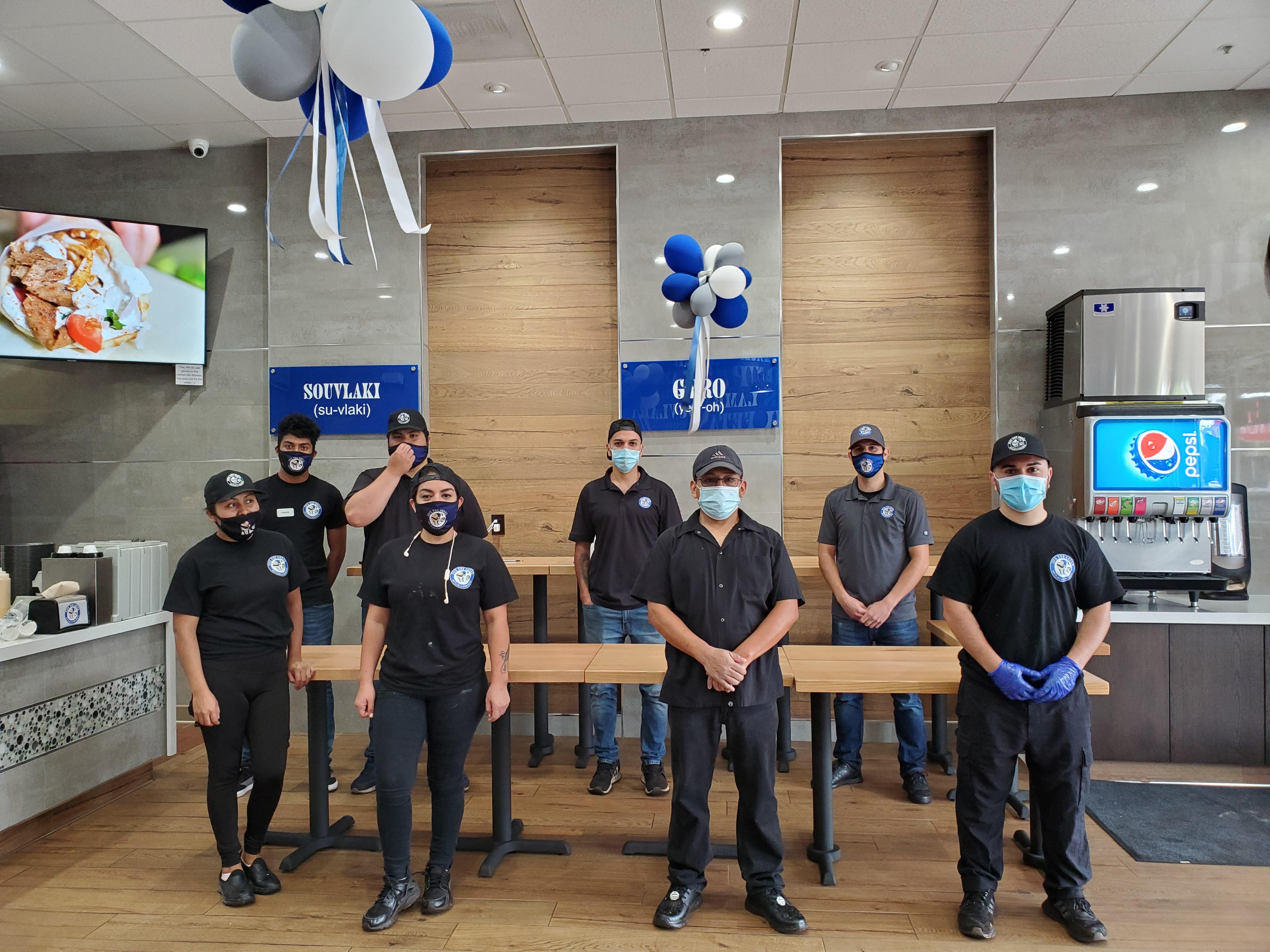 restaurant workers wearing masks